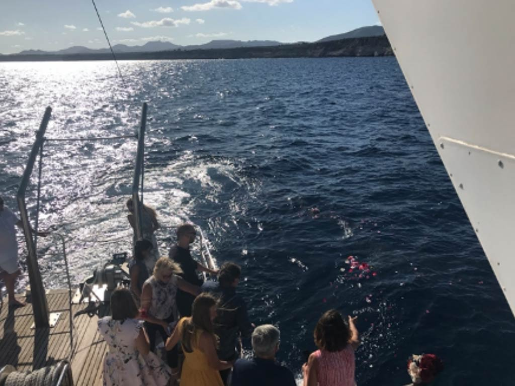 Seebestattung vom Schiff